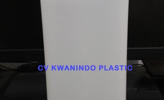 JERIGEN PUPUK CAIR 1LITER Botol Jerigen untuk kemasan pupuk volume 500ml dengan bahan HDPE yang bermutu dan harga yang terjangkau.untuk info lebih lanjut bi